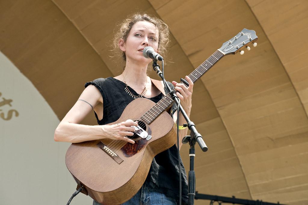 Simone White