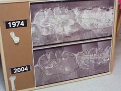 1974年拍攝的空照圖看得出來在信託前土地荒涼的樣貌,而在經過信託後2004年的空照圖可以看出森林復育的成果