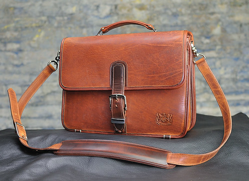 Mitchell Leather Compact Classic: Front View