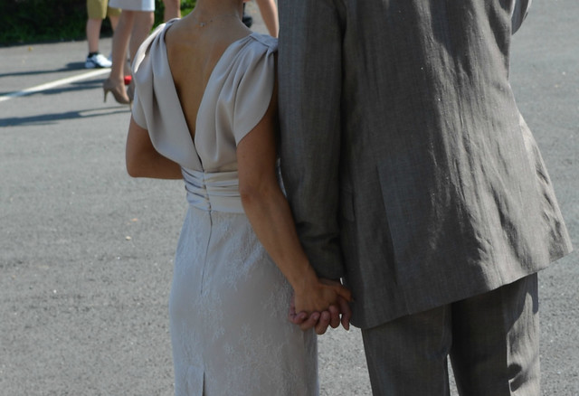 timandnatalia_wedding_france_cardan_mairie_hands