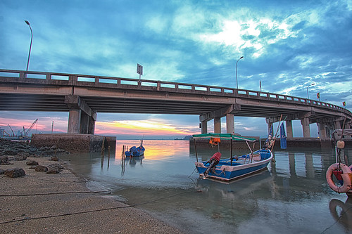 Sunrise at Penang Bridge by andrewcharlie