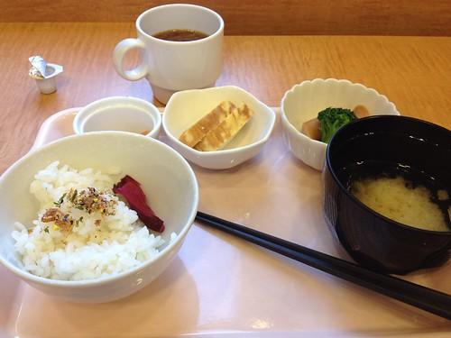 東横イン博多西中洲のシンプルな朝食 by haruhiko_iyota