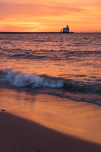 Kewaunee, Beach, Waves, Lake Michigan, Lighthouse, Sunrise