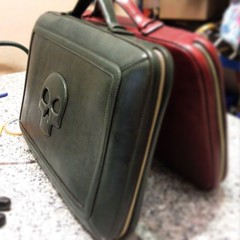 Business Computer bags in #vegetabletanning #skull #red #green #leafs #wood