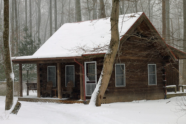 Our January Honeymoon: a wintry weekend at the snow-covered cabins of Murphin Ridge Inn