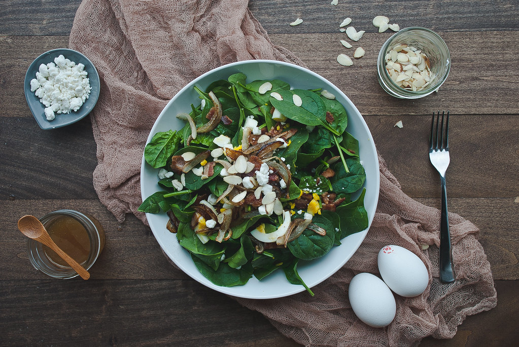 Spinach salad with warm bacon honey mustard dressing - Two Red Bowls