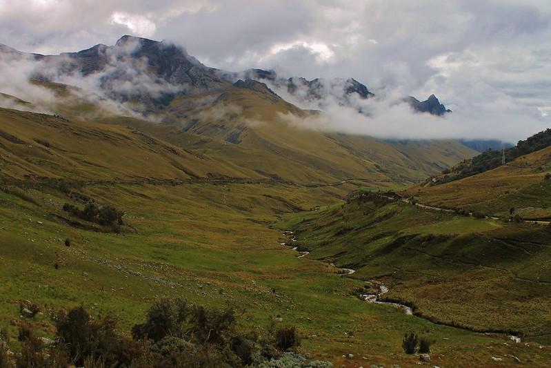 Climbing to Huachucocha