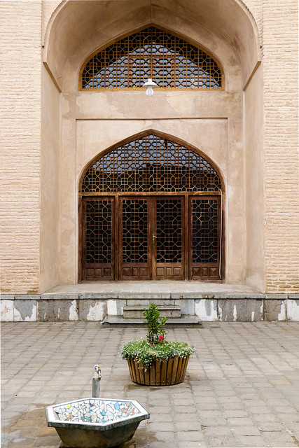 Courtyard of a mosque, Isfahan イスファハン、モスクの中庭