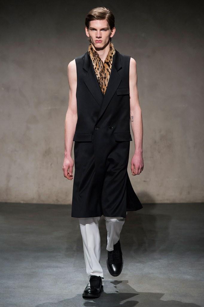 FW15 Paris Les Hommes125_Erik van Gils(fashionising.com)