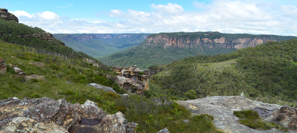 Mount Banks Summit Walk offers spectacular views across the Grose Wilderness - Blue Mountains