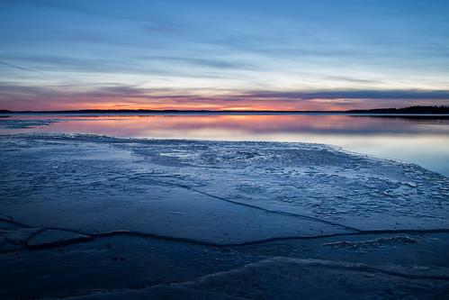 longexposure blue winter sunset sky lake ice landscape dawn scenery melting bluehour february talvi maisema sula järvi jää sininen kangasala roine helmikuu vehoniemi pitkävalotus kaivanto