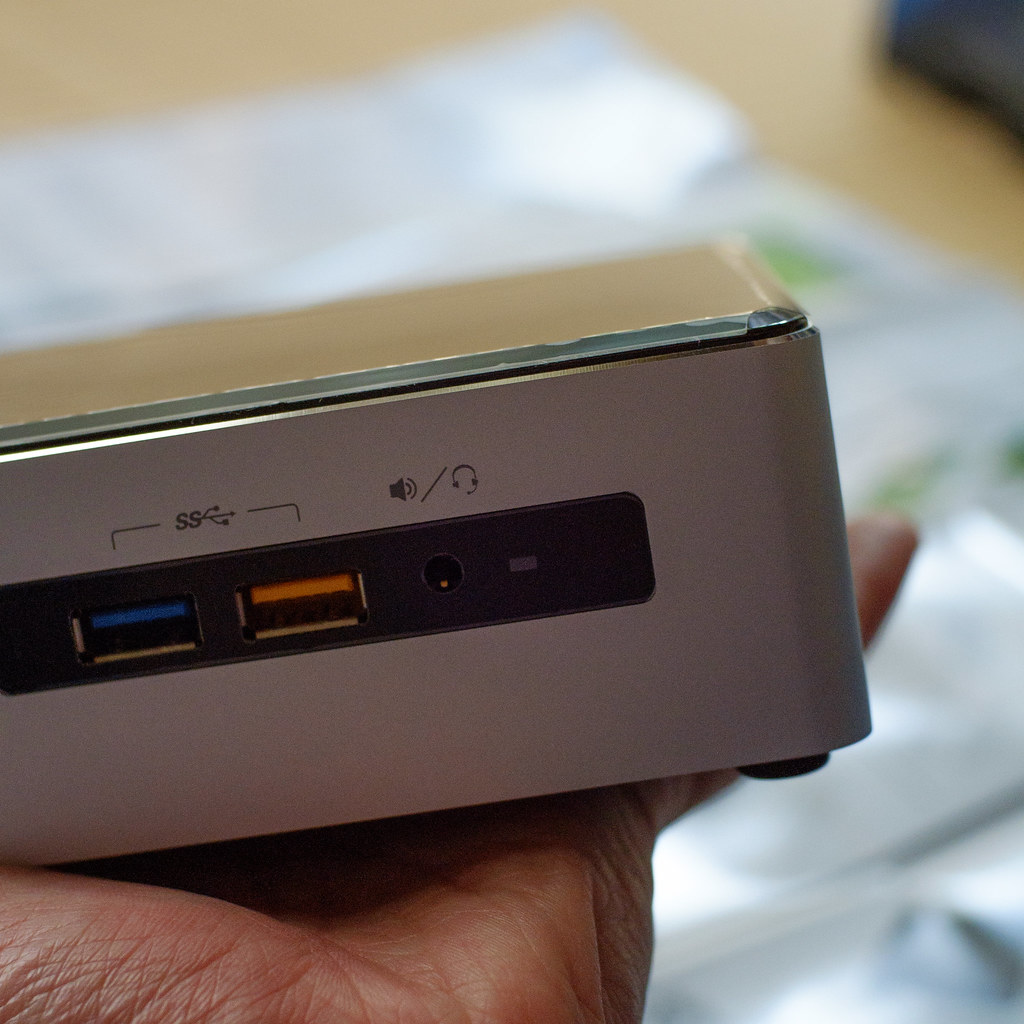 A Mini PC Kit, NUC6i5SYH
