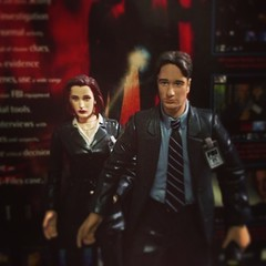 @sabrinanymph look who I found! #xfiles #actionfigures #Scully #Mulder