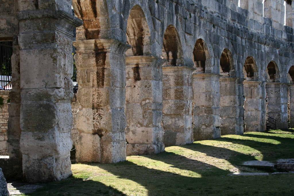Anfiteatro de Pula por enjosmith