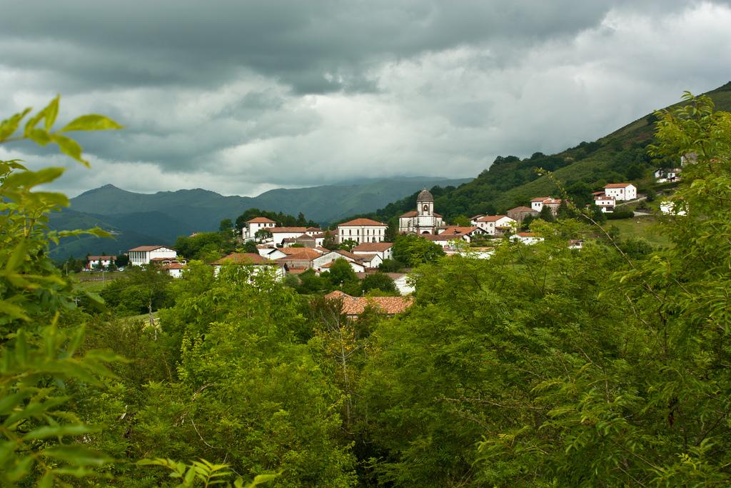 2. Imagen del pueblo de Zugarramurdi. Autor, Jroura
