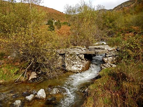 montagne automne pont pyrénées pirineos ariège coursdeau leport couserans ruiisseau