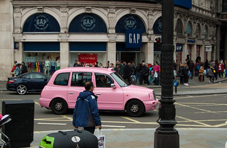 Taxi londonien rose