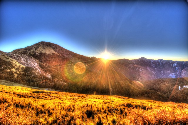 合歡山主峰登山口的日出 HDR 2 合成