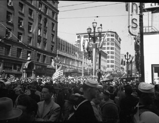 Crowds at 2nd and Pike for veterans returning from Korea, 1951