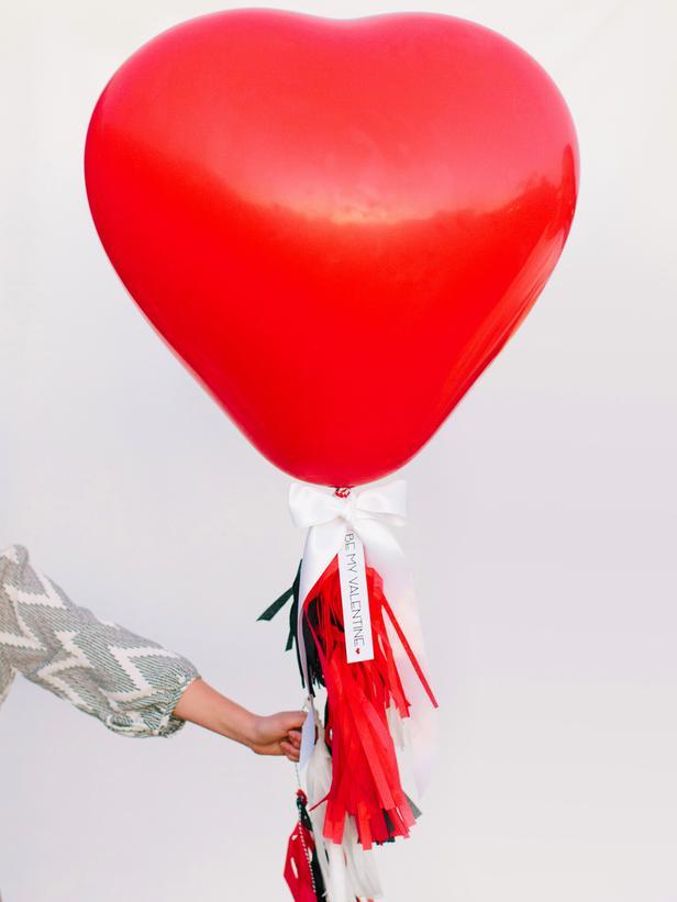 CI-Rennai-Hoefer_Valentine-heart-balloon_v_lg