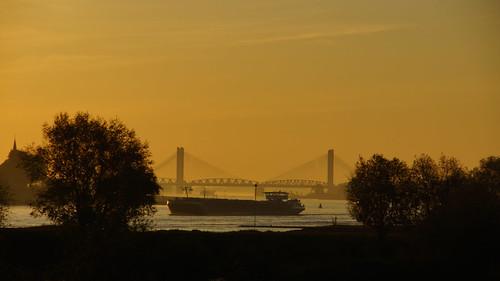 sun holland netherlands dutch sunrise river sony nederland sigma mei zon bommelerwaard waal gelderland rivier martinusnijhoffbrug zonsopkomst a65 18250mm