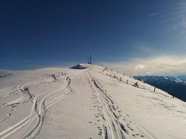 Die letzten Meter, Gipfelkreuz Toblacher Pfannhorn in Sicht