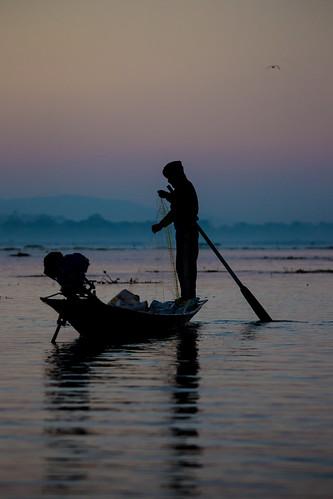 shadow sunrise canon boat fishing fisherman dusk burma myanmar inlelake inle crépuscule birmanie markiii canon5dmarkiii 5dmarkiii