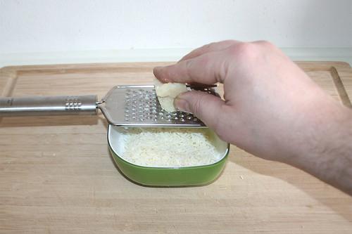 15 - Parmesan reiben / Grate parmesan