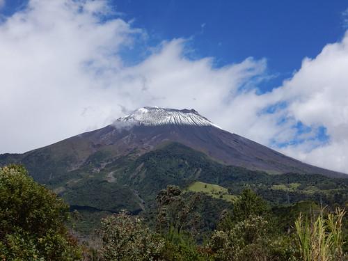 Trajet en bus de Baños à Riobamba: le volcan Tungurahua est totalement dégagé et enneigé !!