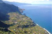 Inselwandern auf Madeira. Imposante Küstenlandschaft im Norden der Insel. Foto: Günther Härter.