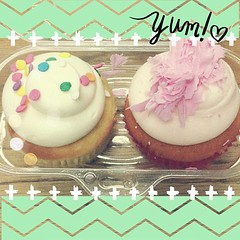 To share or not to share, that is the question.  #cupcakes #yummy #sweettreats #cute #nothealthy #abeautifulmessapp @sweetsurrenderbakersfield