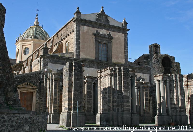Um den Aetna Adrano Kirche