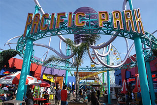parques de atracciones de Estados Unidos: Entrada al Pacific Park de Santa Mónica parques de atracciones de estados unidos - 9478585144 eb76d1e251 n - Los mejores parques de atracciones de Estados Unidos