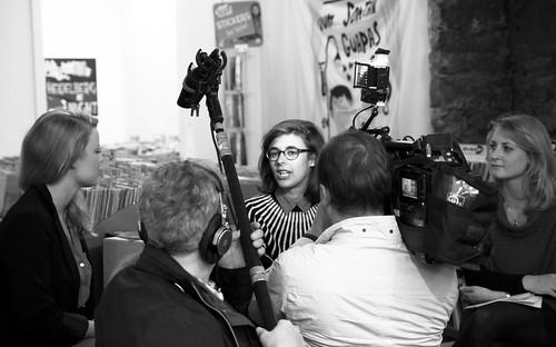 Die Comiczeichnerin Aisha Franz im Interview mit dem SWR-Fernsehen