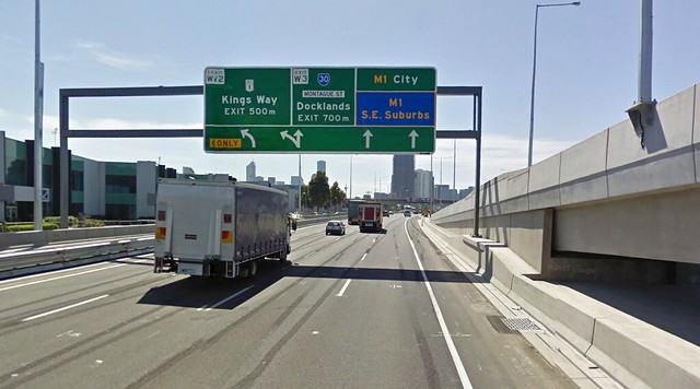 M1 Eastbound signage - only 2 lanes through to east