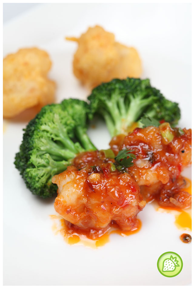 Deep fried prawns with salted egg yolk and vegetable