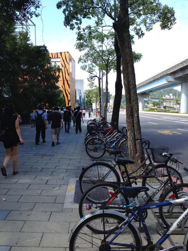 MRTの駅からロープウェイへ by haruhiko_iyota
