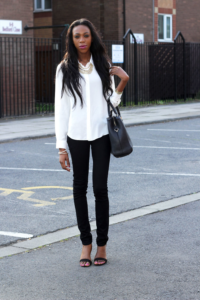 strappy ankle heels, Zara strappy heels, Zara ankle strappy sandals, Zara black bag, Zara bag, white blouse, black skinny jeans, monochrome outfit, black & white outfit