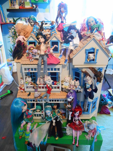 Crazy dollhouse