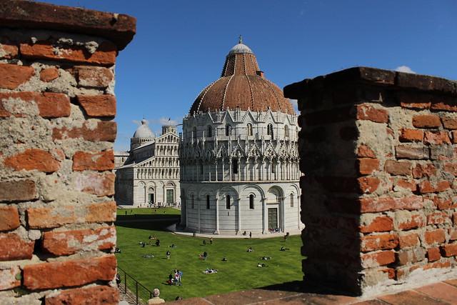 El baptisterio de la Piazza del Duomo. Pisa. Italia.