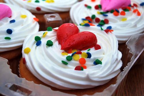 V Day - cupcakes-001