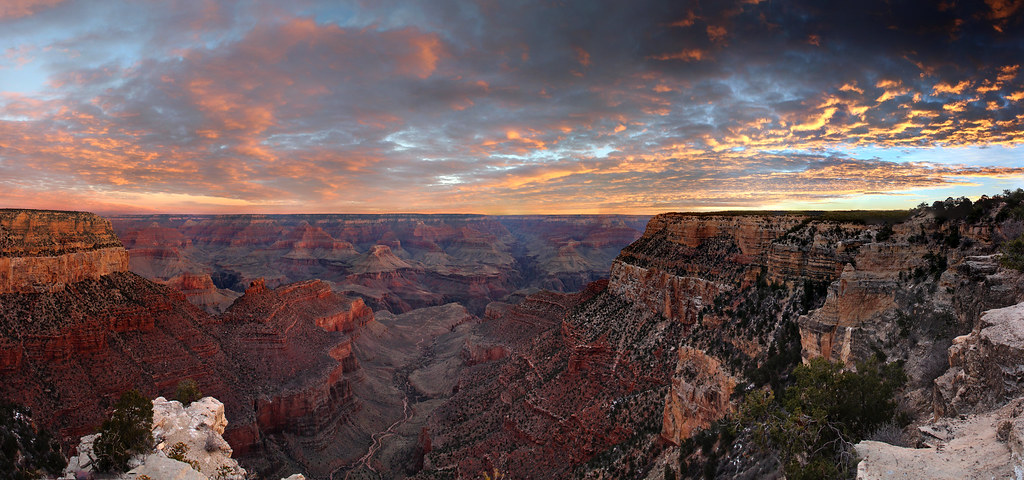 Grand Canyon National Park: Winter Sunrise from Historic District 8045