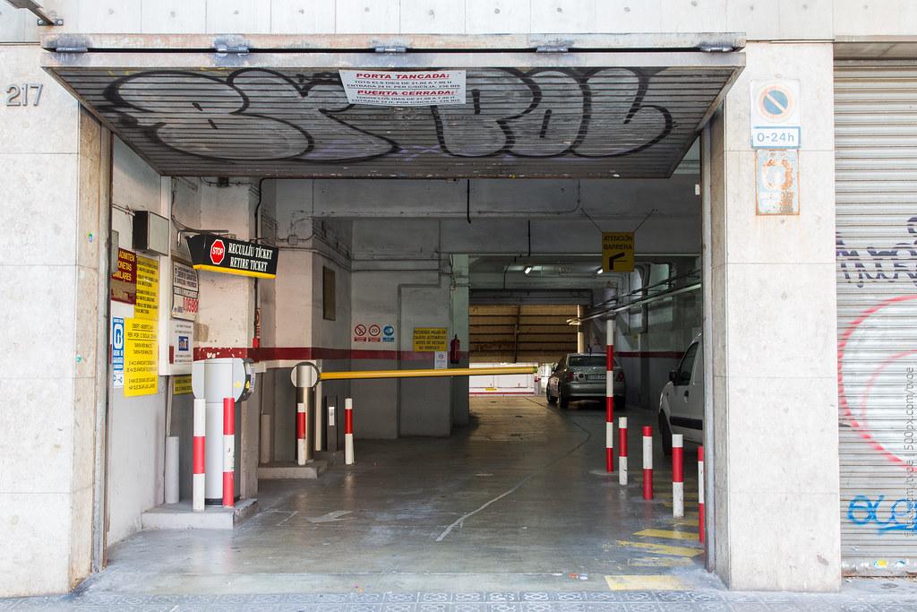 Подземная парковка в Барселоне