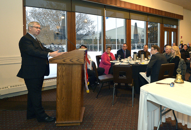 Robin Campbell speaks to the Rotary Club of Edmonton Glenora 50524