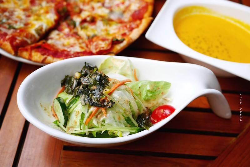 16307561769 1e67d84175 c - 阿米奇義式廚房 AMICI │西區:人氣轉角義式好料餐館~外國人也愛的大份量價格實惠義大利麵加披薩~推薦泰式奶油海鮮義大利麵跟辣味披薩!