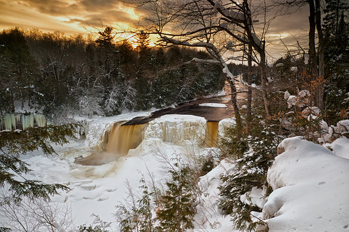 longexposure winter sunset snow cold ice nature water clouds landscape waterfall scenery unitedstates michigan scenic upperpeninsula icicles tahquamenonfalls frozenwaterfall northernmichigan 3seconds tahquamenonriver lucecounty tannin hiawathanationalforest neutraldensityfilter nikcolorefex tonalcontrast viveza 09ndhardgrad hoyandx16 detailextractor gnd3h fujixe1 xf1855mm