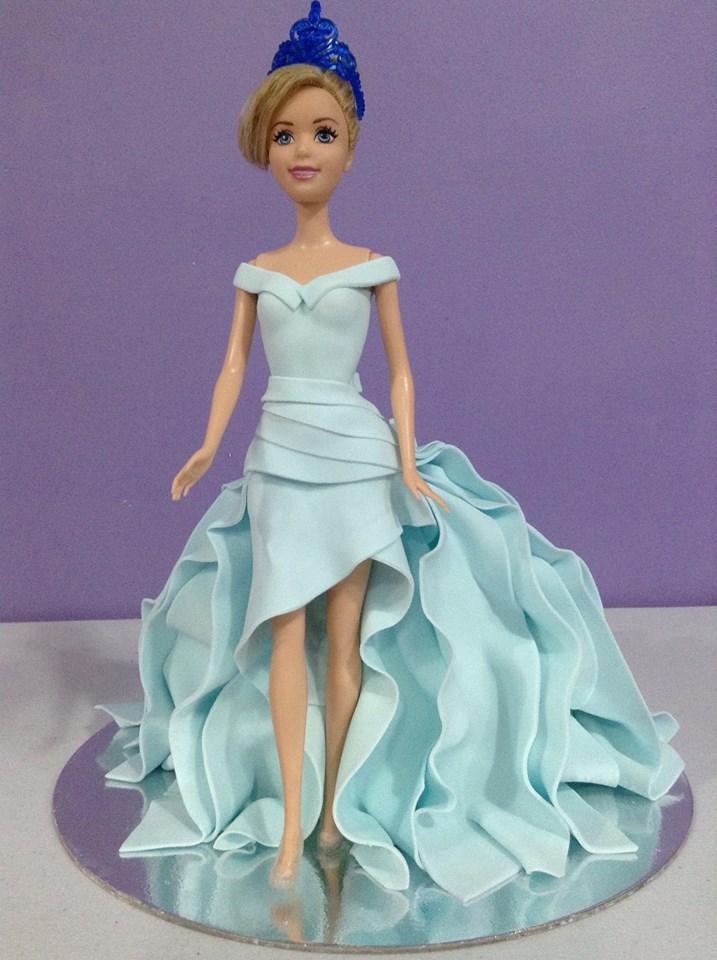 Myk Rabelas' Barbie Cake