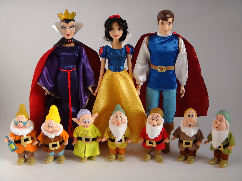2012 2013 Snow White And The Seven Dwarfs Dolls Disney Store