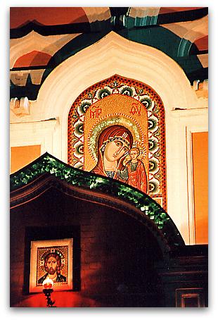 Moscow 1996 モスクワ、教会外壁のイコン