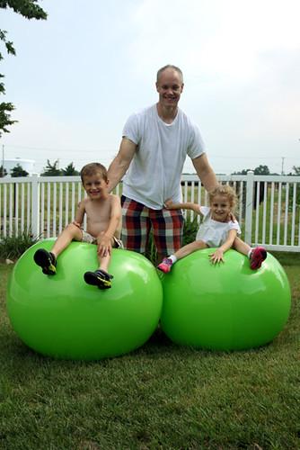 Kids-on-Balls-at-same-time